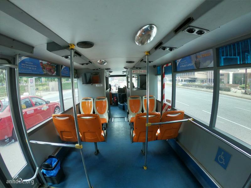Bên trong xe bus hop on hop off Kula Lumpur